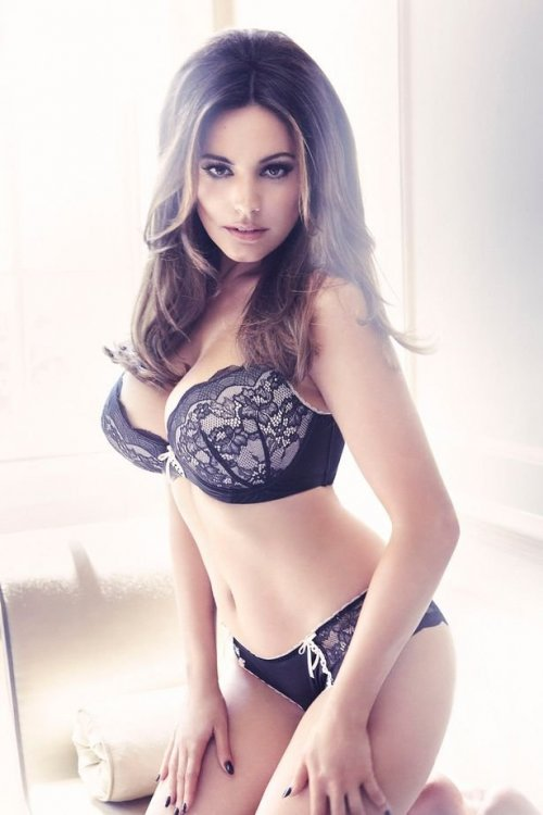 Kelly-Brook-in-New-Look-Lingerie-2012.jpg