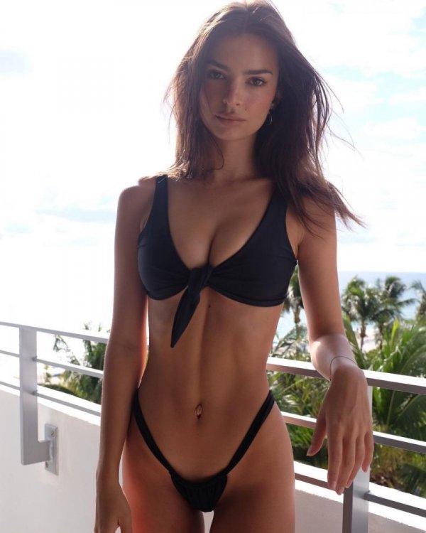 emily-ratajkowski-in-bikini-instagram-photos-10-16-2019-3.jpg