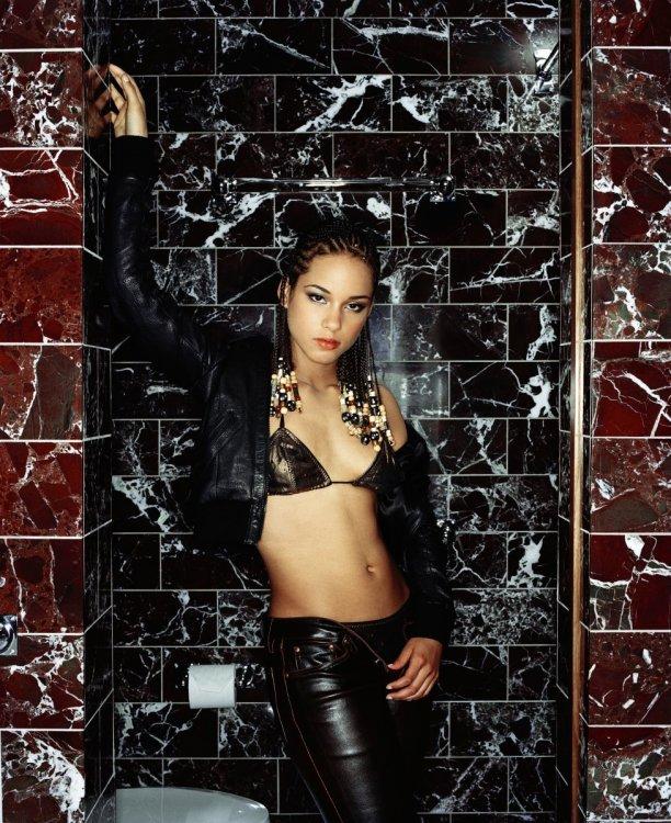 Alicia-Keys-FHM-2001-010.jpg