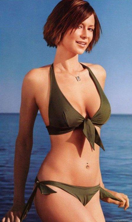 catherine-bell-bikini-jag.jpg