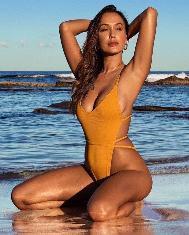 one-piece-swimsuit-sexy-monokini-bathing-suit-bikini-high-cut-1-821x1024.jpg